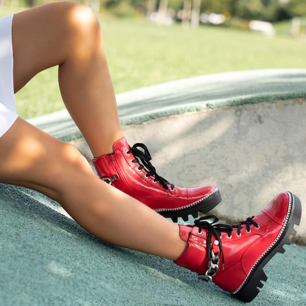 Izstopajte z rdečimi čevlji